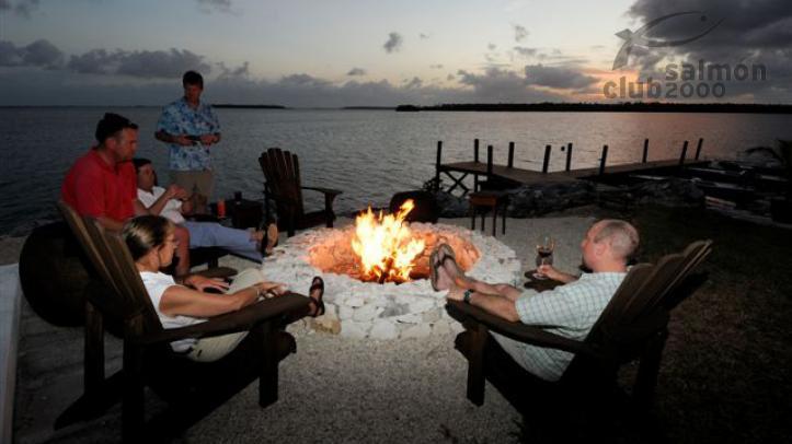 Pescadores se relajan en el Abaco Lodge, Bahamas