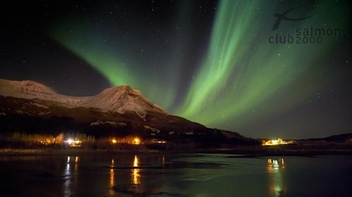Aurora Boreal sobre la capital islandesa, Reykjavic