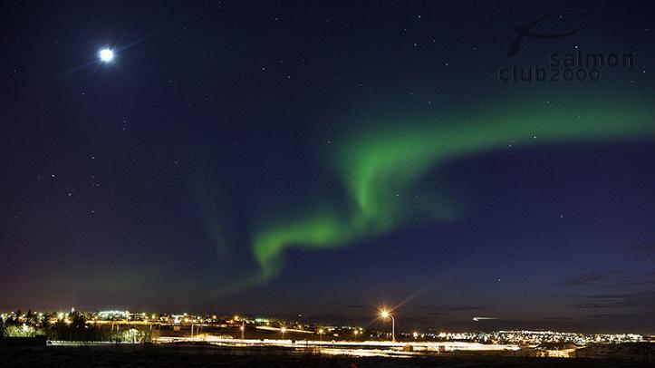 Aurora Boreal sobre el cielo de Reykjavik
