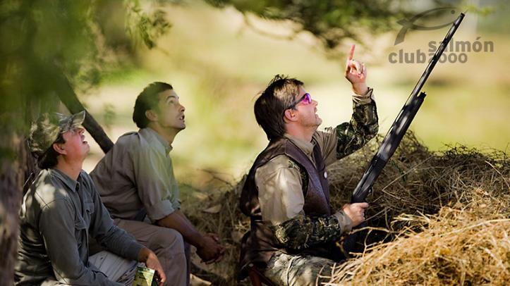 Cazadores de palomas silvestres ó Pigeon en Montaraz Lodge, Provincia de Córdoba, Argentina.