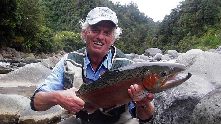 Pesca de trucha Arco-Iris en el río Tongariro