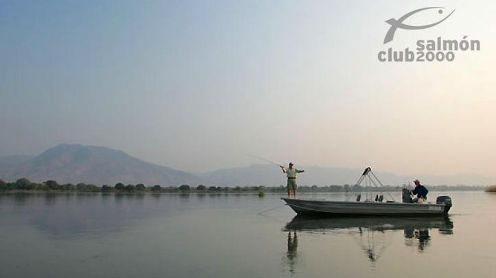 Pesca en el río Zambezi. Royal Zambezi Lodge.