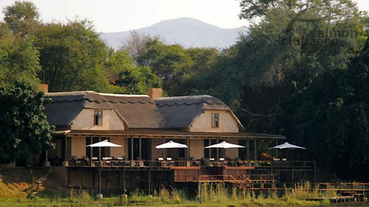 Royal Zambezi Lodge, situado a orillas del río Zambezi.