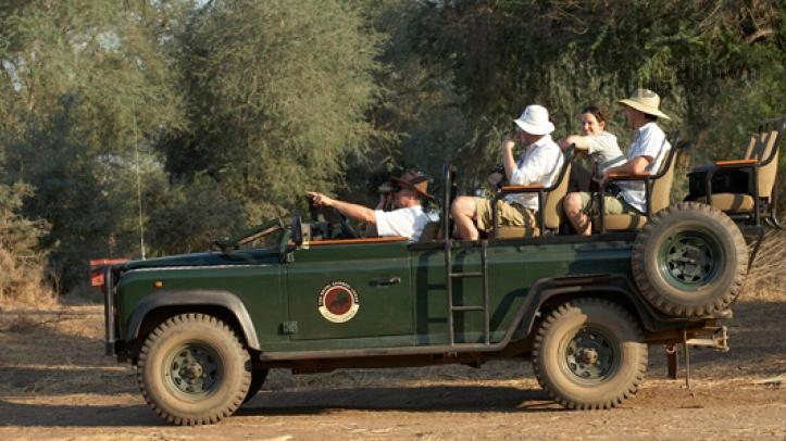 Safari al P.N. Lower Zambezi organizado por el Royal Zambezi Lodge.